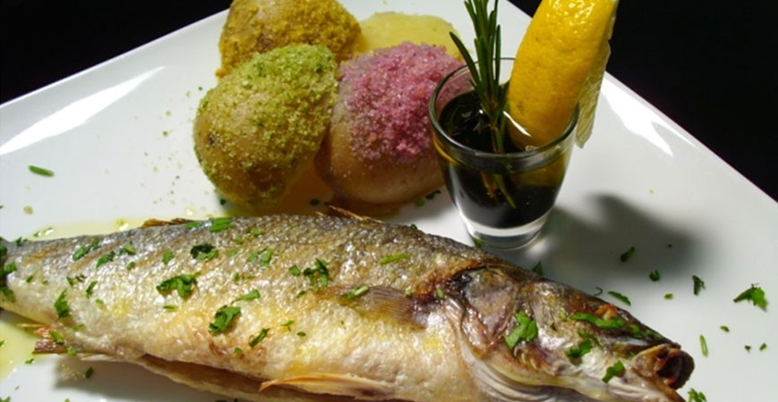 Ricetta branzino e patate colorate sabbiate